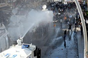 images Turkey Riots Police      n_64391_4