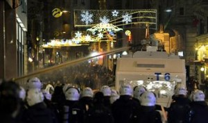 images  Turkey Polis clashes  18.1.14  n_61232_4