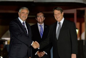 images Anasta Akinci Eide Hands 11.5.15   cyprus-negotiations-jpg20150512083208