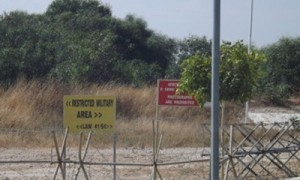 images-lefka-barricade-north-cyprus-news-border-crossing