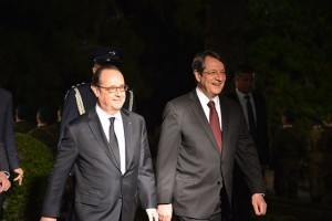 images-hollande-anast-two-shot-stk_9257